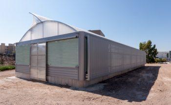Imagen exterior noroeste. En la zona norte se ubica la sala de instalaciones, donde se sitúa la bomba de calor geotérmica